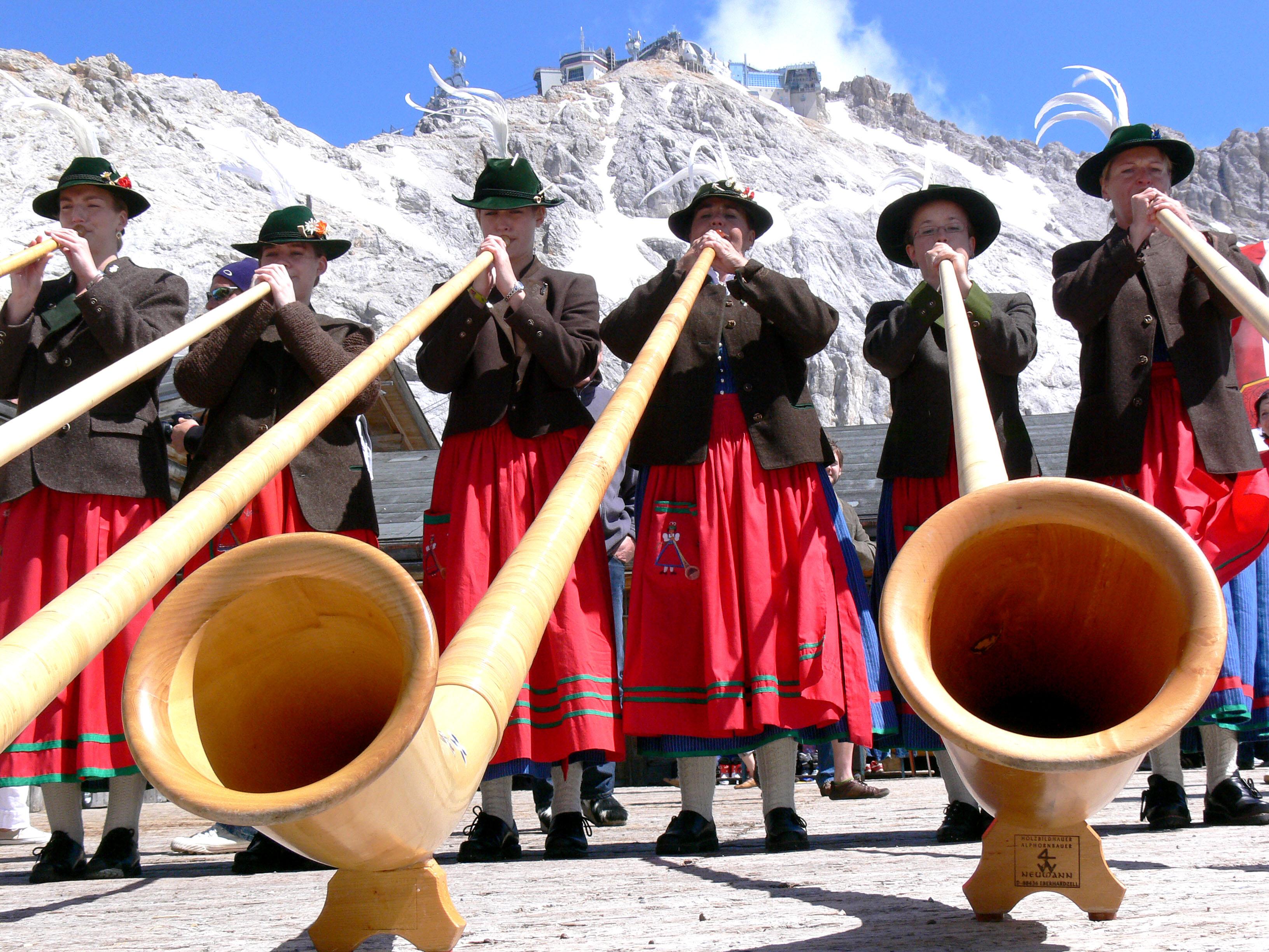 Alphornbläserinen Garmisch