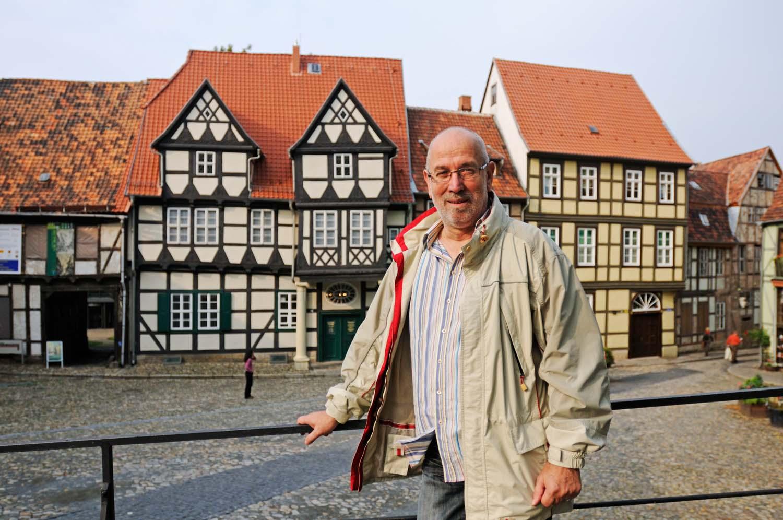"""Foto: Oliver Gerhard, Hans-Jürgen Furcht, Initiator des Projektes """"Filmstadt Quedlinburg"""", auf dem Schlossberg, Quedlinburg, Sachsen-Anhalt, Deutschland, Europa"""